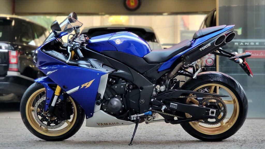 Yamaha YZF- R1